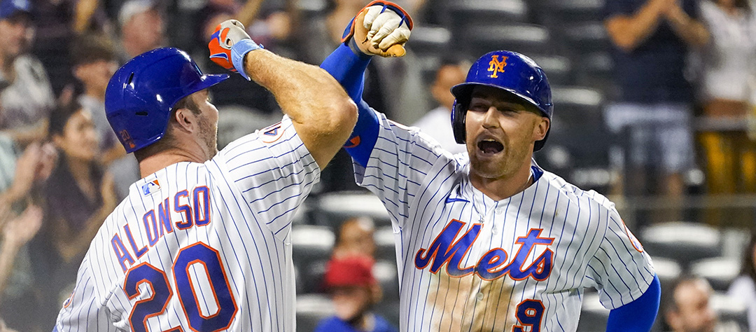 New York Mets' Brandon Nimmo (9) celebrates with Pete Alonso